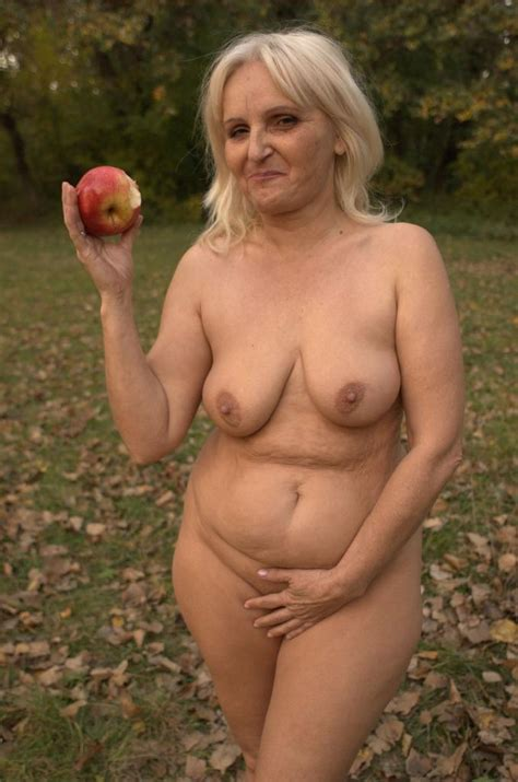 Blonde Granny Szandra Showing Off Her Big Fat Ass And Slurping A Juicy Cock Live
