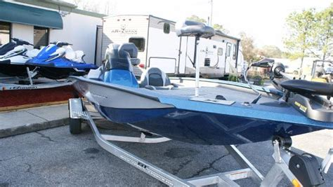 Xpress Boats X19 Pro by Xpress X19 Boats For Sale
