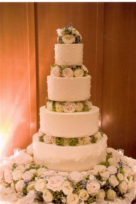 francoise weeks flower decorations   wedding cake