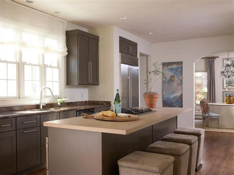 Best Ideas To Select Paint Color For A Small Kitchen To