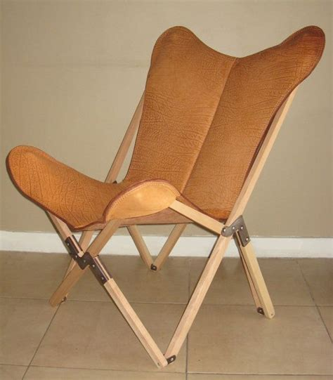 tripo butterfly chair in buffalo leather and wood frame