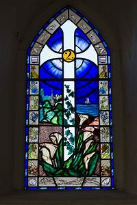 File:Grouville Church stained glass window 05.JPG