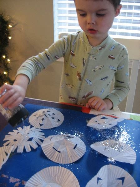 winter crafts and activities for preschoolers no time 624   snowflake garland 009
