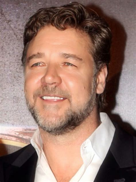 russell crowe weight height ethnicity hair color shoe size
