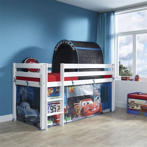 chambre cars disney 16 best images about enfants on disney