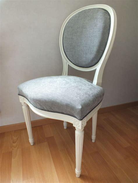 chaise m 233 daillon louis xv patin 233 e en blanc cass 233 et recouverte d un tissu chin 233 gris