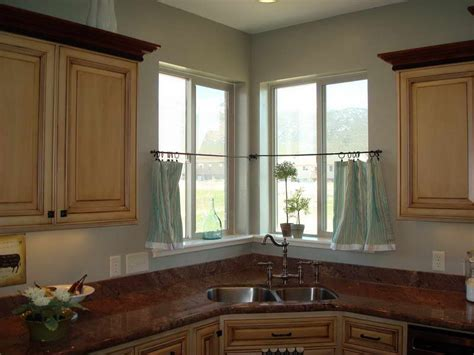 A Bunch Of Inspiring Kitchen Curtains Ideas For Getting The Fresh Yet Good Looking Kitchen