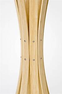 Garderobenständer Weiß Holz : detail mitte vom garderobenst nder naomi in eschenholz klar lackiert ~ Markanthonyermac.com Haus und Dekorationen