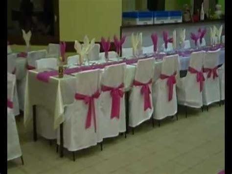 decoration salle de mariage blanc fuchsia ivoire