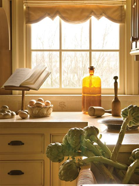 Kitchen Window Treatment Valances: HGTV Pictures & Ideas