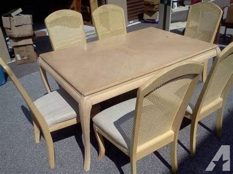 Beautiful 7 Piece Dining Room Set Excellent Condition With