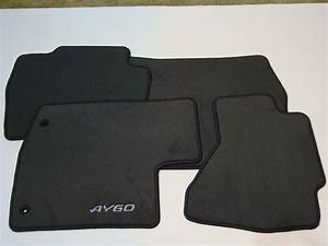 Genuine toyota 4x car carpet floor mats aygo 08 10 04 14 for Original toyota floor mats