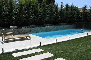 Clotures en verre pour piscines montreal outdoor living for Amenagement autour de la piscine 13 clatures en verre pour piscines montreal outdoor living
