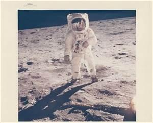 Buzz-Aldrin-Visor-Reflects-Neil-Armstrong