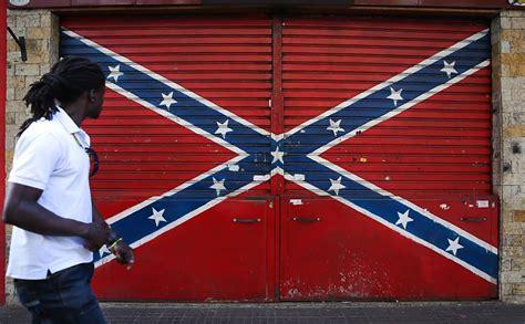 No Brasil Bandeira Confederada é Enfeite Para