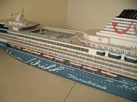 Modernes Kreuzfahrtschiff Mein Schiff 1 1250 Galeriebilder