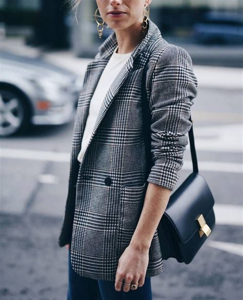 Chic easy dinner outfit in plaid boyfriend blazer and Celine box bag | Spring Fever | Pinterest ...