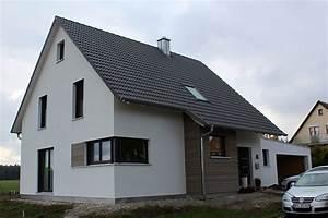 Haus Mit Satteldach : einfamilienhaus modern holzhaus satteldach gaube mit flachdach holzfassade modern eckfenster ~ Watch28wear.com Haus und Dekorationen
