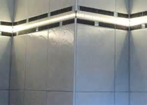 led len fürs badezimmer led lichtleisten leuchtbordüren für fliesen marmor bordüren rosonen mosaikfliesen