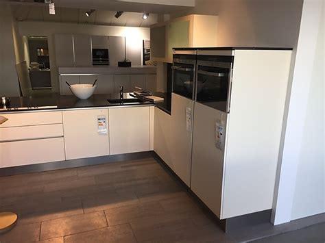 Sonstige-musterküche Küche Mit Kunststoff-front In