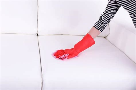 d 233 tacher un canap 233 recouvert de tissu en coton les astucieux