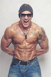 Image Homme Musclé : homme muscle en lunettes de soleil photographie fxquadro 43739443 ~ Medecine-chirurgie-esthetiques.com Avis de Voitures