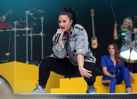 'solo' Feat Demi Lovato (live At The