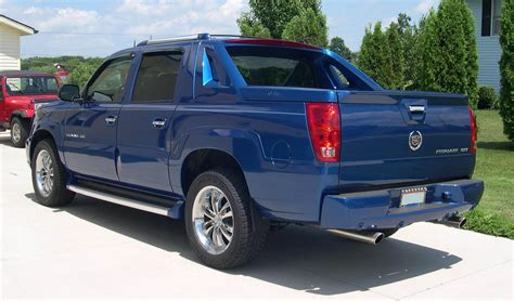 the cadillac escalade ext might come back for 2017 model year file 2003 cadillac escalade ext rear 34 jpg wikimedia