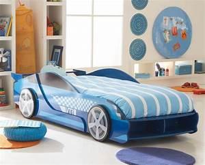 Lit En Forme De Voiture : id e de cadeau pour les garcons lit en forme de voiture de course endroits visiter pinterest ~ Teatrodelosmanantiales.com Idées de Décoration