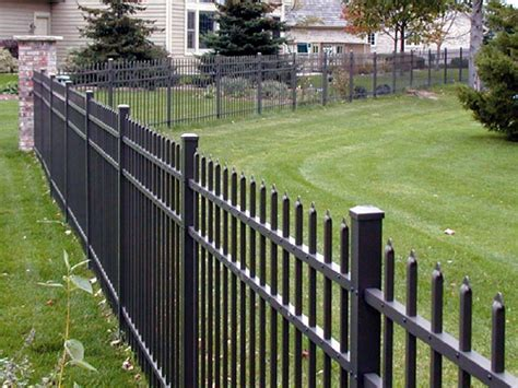 How To Protect Aluminum Fence Posts From Weed Trimmer
