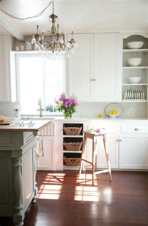 country cottage kitchens 18 white kitchens that are anything but boring tidbits 2699