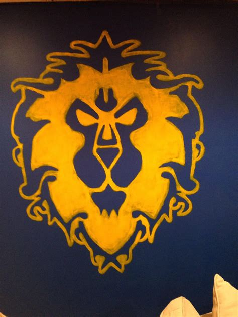 I painted the Alliance and Horde symbols on my walls! : wow