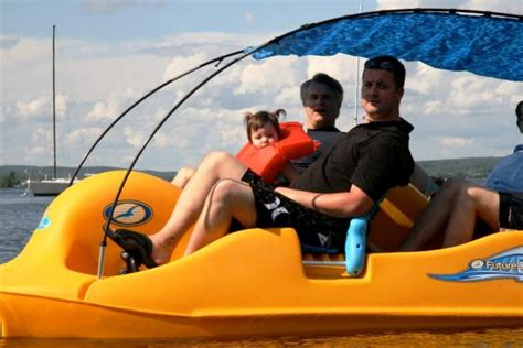 4 Person Pedal Boat by Cottagespot Water Bee 400 4 Person Pedal Boat