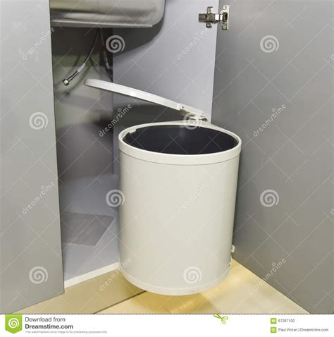 poubelle de porte de cuisine poubelle porte cuisine obasinc com