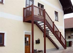 Holztreppen Geländer Selber Bauen : oft au entreppe holz mit podest zo68 kyushucon ~ Markanthonyermac.com Haus und Dekorationen
