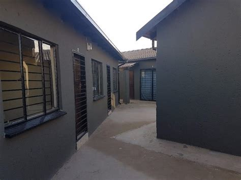 Rooms To Rent In Soweto (dobsonville Gardens And Protea