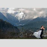 fun-outdoor-engagement-photos