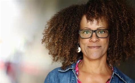 """Bernardine Evaristo: """"Ser mujer y negra no es algo concreto"""""""