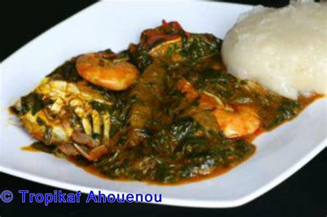 la cuisine africaine togo sauce ademe akoume pâte à base de farine de maïs