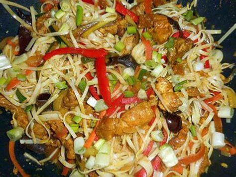 recettes de cuisine au wok recette de nouilles chinoises sautées au porc et légumes