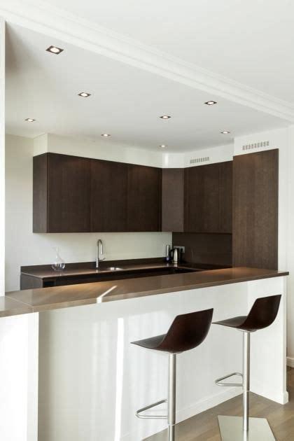 faux plafond cuisine spot cuisine ouverte sur le salon dé des spots au plafond