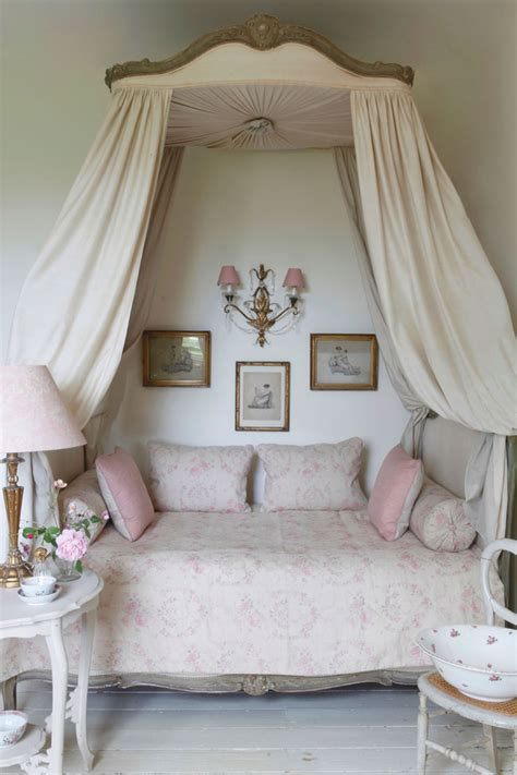 cottage chic 20 awesome shabby chic bedroom furniture ideas decoholic
