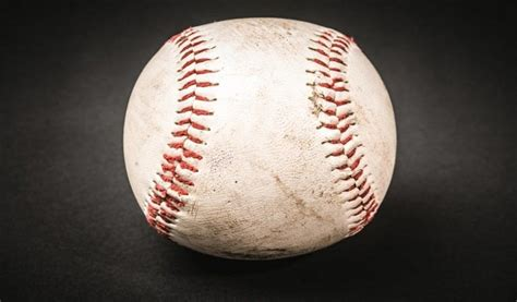 catch  fly ball  baseball  important tips