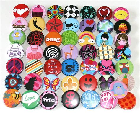 50 x POP FUN FASHION KIDS PARTY BADGES 32mm Assorted
