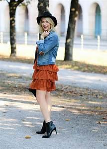 Kleid Mit Jeansjacke : outfit herbstlich im rostroten volantkleid lavie deboite ~ Frokenaadalensverden.com Haus und Dekorationen