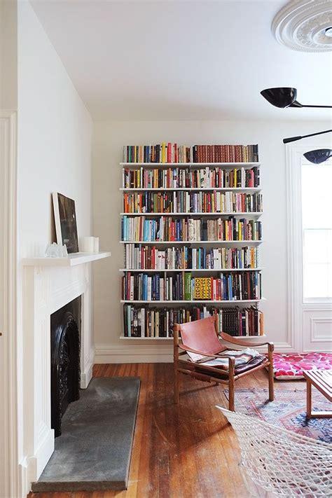 Living Room Bookshelf Wall by Best 25 Living Room Bookshelves Ideas On