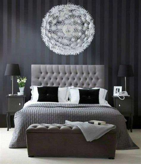 armoire chambre bois massif 40 idées pour le bout de lit coffre en images