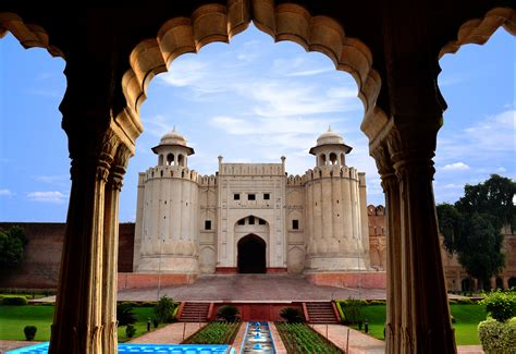 Hindu Temples and Islamic Mosques: This is Lahore, the ...