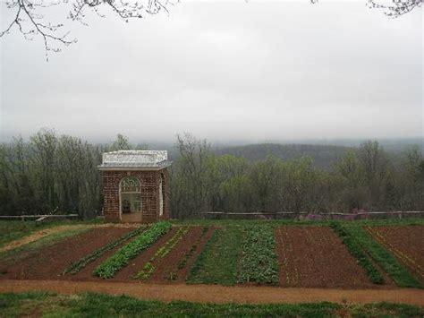 monticello gardens place jefferson statue picture of thomas jefferson s monticello charlottesville tripadvisor