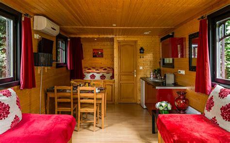 hotel romantique avec dans la chambre location roulotte à cognac séjour insolite en poitou charentes